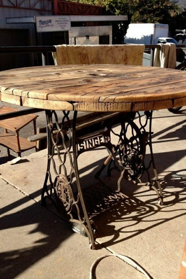 Remodel old furniture - the old sewing machine as vintage furniture