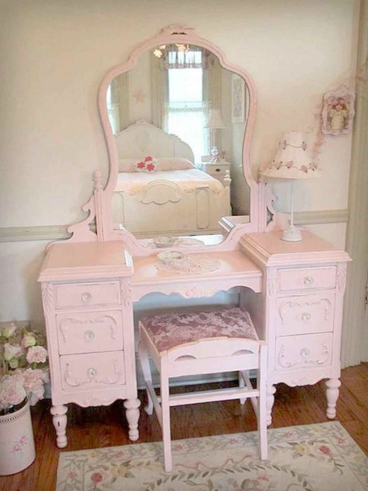 Shabby chic bedroom decor brings a romantic and nostalgic touch of the past days...