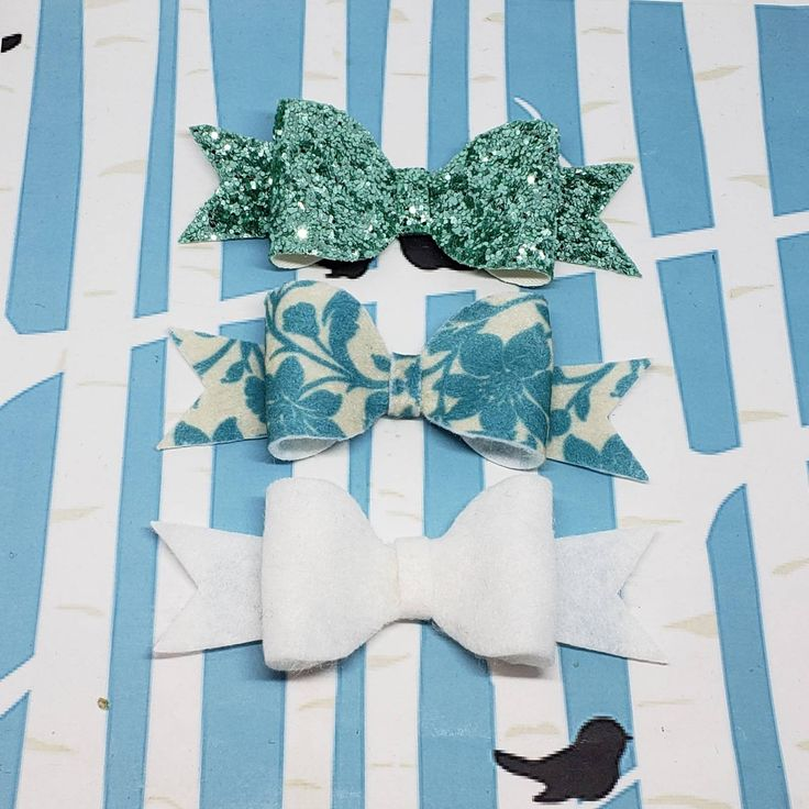 White and Blue Glitter Boutique Hair Bow / Perfect Hair Bows Felt and Vinyl Bout...