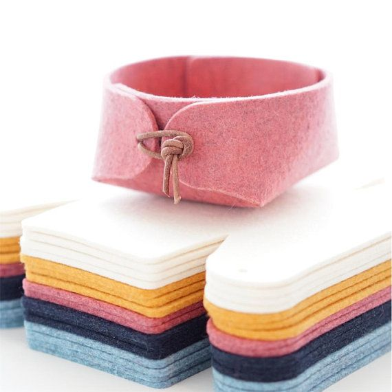 Beautiful and simple Japanese inspired felt jewelry organizer with leather strap ...