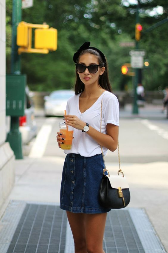 Combine denim skirt: simple but girly with shirt and bow