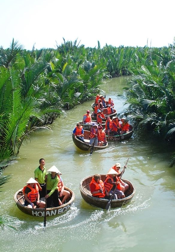 A day of being a local in Hoi An - this looks like fun to hang out with these pe...