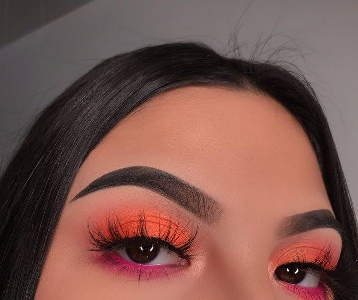 """NYX Professional Makeup on Instagram: """"@chellylovesmakeup91 achieves this sunset-inspired #EOTD with our new Off Tropic Shadow Palette in 'Hasta La Vista' + 'Shifting Sand' ☀🌴   …"""""""